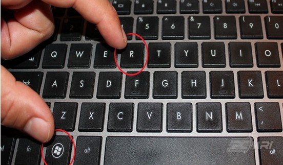 Bấm tổ hợp phím window + R để mở hộp thoại Run