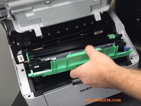 Cách lấy hộp mực máy in brother ra khỏi máy in