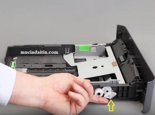 Kiểm tra nhông khay giấy máy in brohter không kéo được giấy